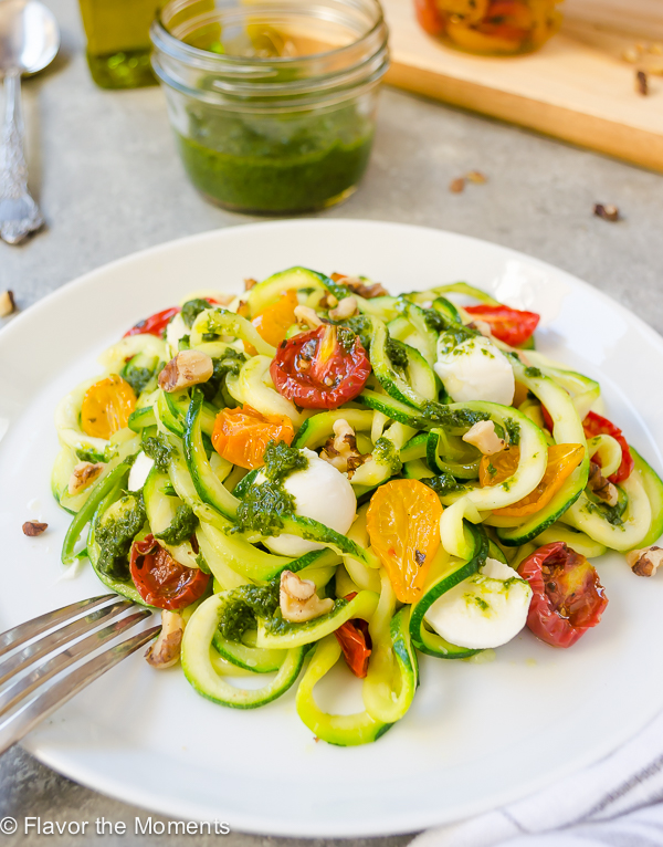 Pesto Zoodles with Tomatoes and Mozzarella is zucchini noodles tossed with pesto, oven roasted tomatoes, and mozzarella for fast, healthy dinner that won't weight you down! @FlavortheMoment
