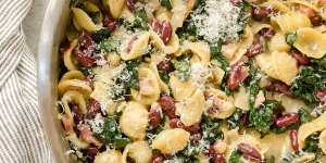 One Pot 30-Minute Pasta e Fagioli is a hearty one pot pasta dish with pancetta, beans, kale, and plenty of parmesan. It requires minimal prep and will become a family favorite! @FlavortheMoment