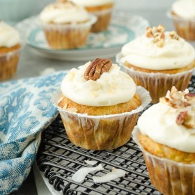 Classic Hummingbird Cupcakes are super moist and fluffy, and you won't believe how easy they are to make! @FlavortheMoment