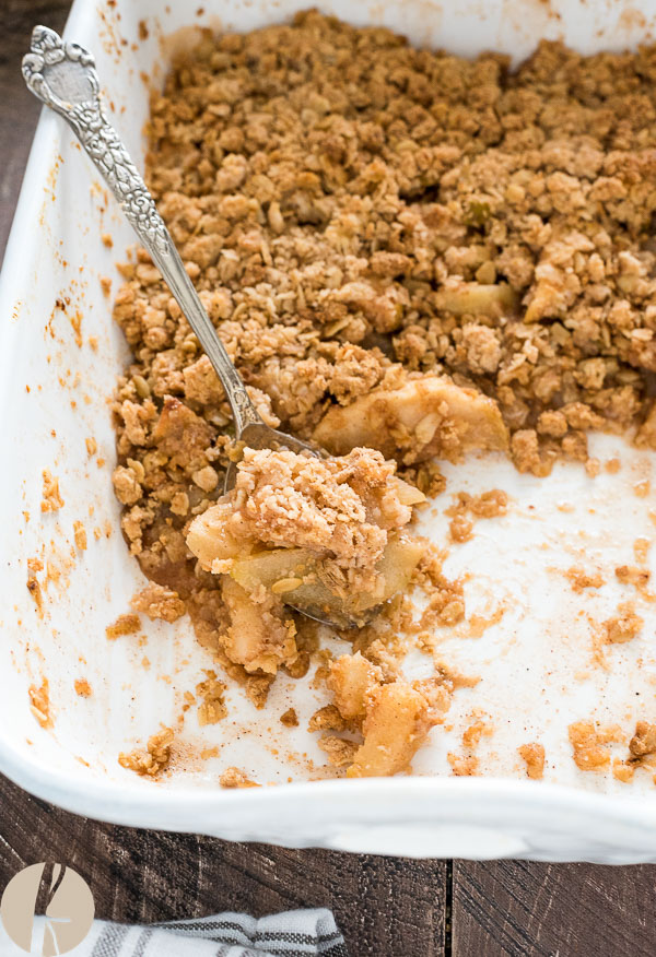 Easy Apple Pear Crisp is a combination of sweet apples, juicy pears and warm cinnamon topped with a golden brown oatmeal crisp topping!  {GF, V options}