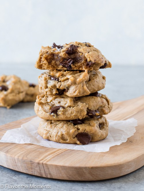 Flourless Peanut Butter Oatmeal Chocolate Chip Cookies are easy grain and refined sugar free cookies packed with peanut butter, chewy oats and dark chocolate!