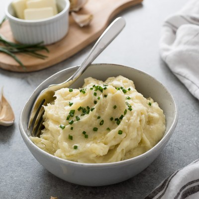 Instant Pot Garlic Mashed Potatoes is a guide to making perfect, fluffy mashed potatoes in the pressure cooker!