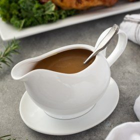 turkey gravy recipe in gravy boat with spoon inside