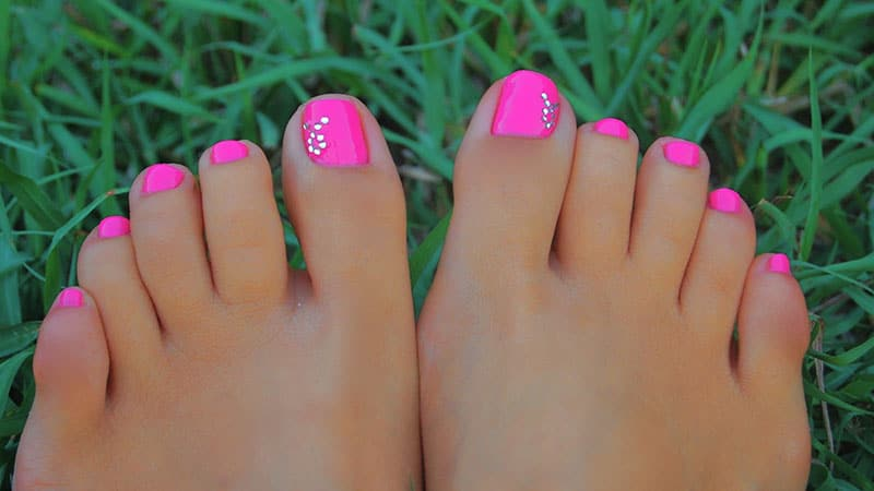 20 cute easy toenail designs flawlessend hot pink toenails solutioingenieria Images