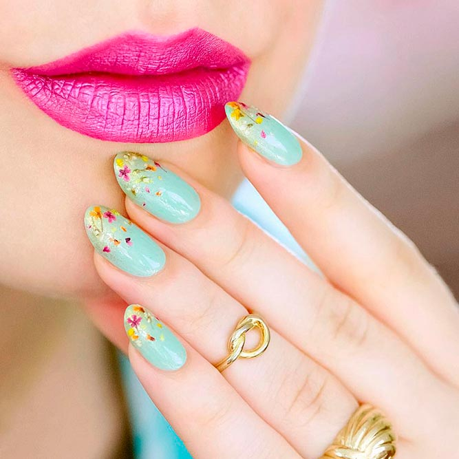 Amazing Dried Flowers On Your Nails picture 2