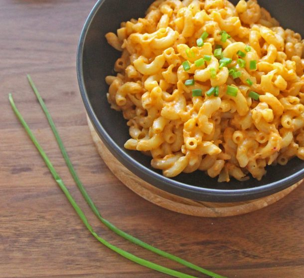 Close up photo of recipe for delicious Gluten-Free and Vegan Thai Curry Mac anc Cheese with chives