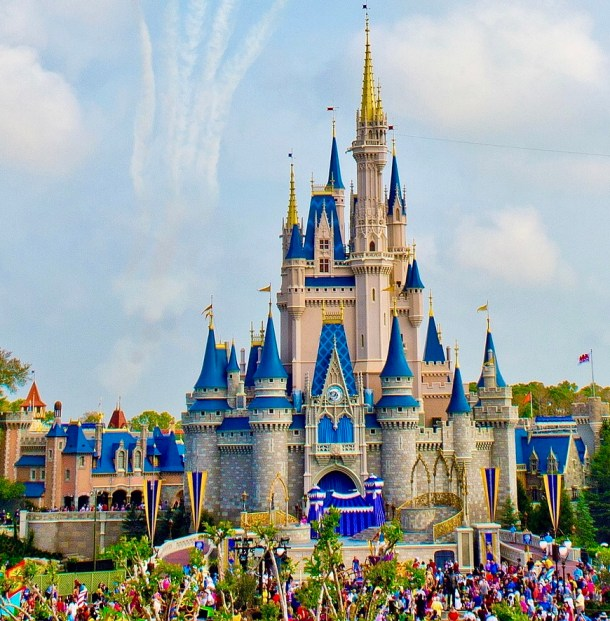 The best guide to gluten free quick servcice in Disney World. Includes the best gluten free and allergy friendly options in Magic Kingdom, Epcot, Animal Kingdom, and Hollywood Studios.
