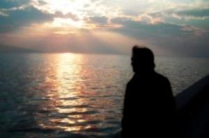 pensando-en-la-puesta-del-sol_2744122