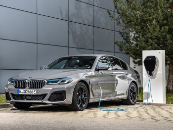 Despite its performance, the 545e xDrive emits between 49-54g/km CO2 and its fuel consumption is rated as being between 98-112mpg, combined