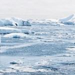 Drtivý dopad. Podle českých vědců se pod antarktickým ledem může skrývat pětisetkilometrový kráter.