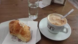 stairs cafe-cappucino-cornetto