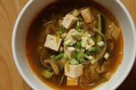 Misosuppe mit Seidentofu und Gemüse