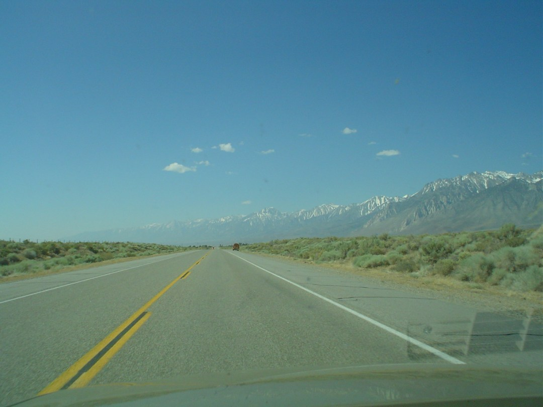 US395_near_lone_pine_ca