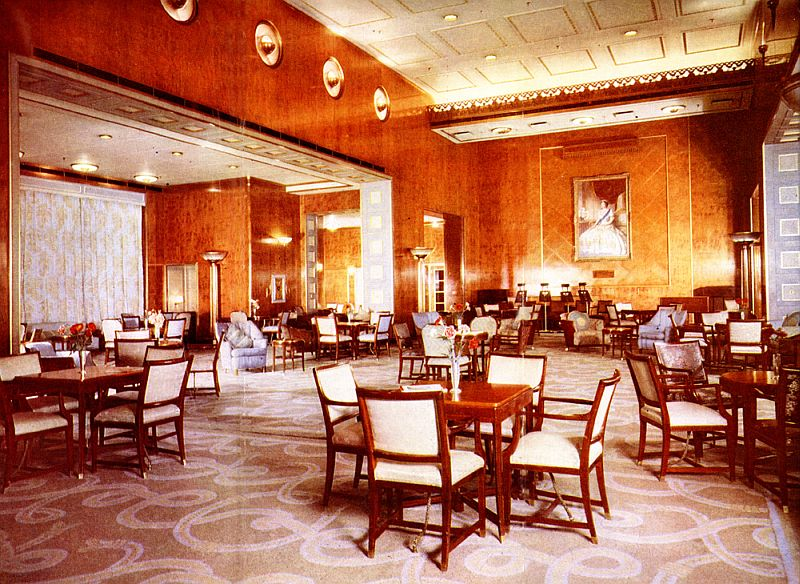 RMS-Queen-Elizabeth-Main-Lounge