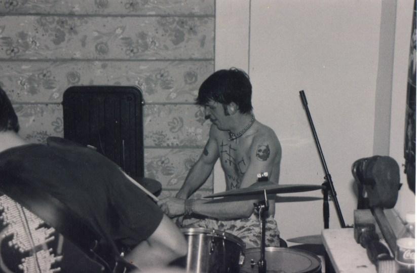LiveJoeysOnLaurel1998or1999