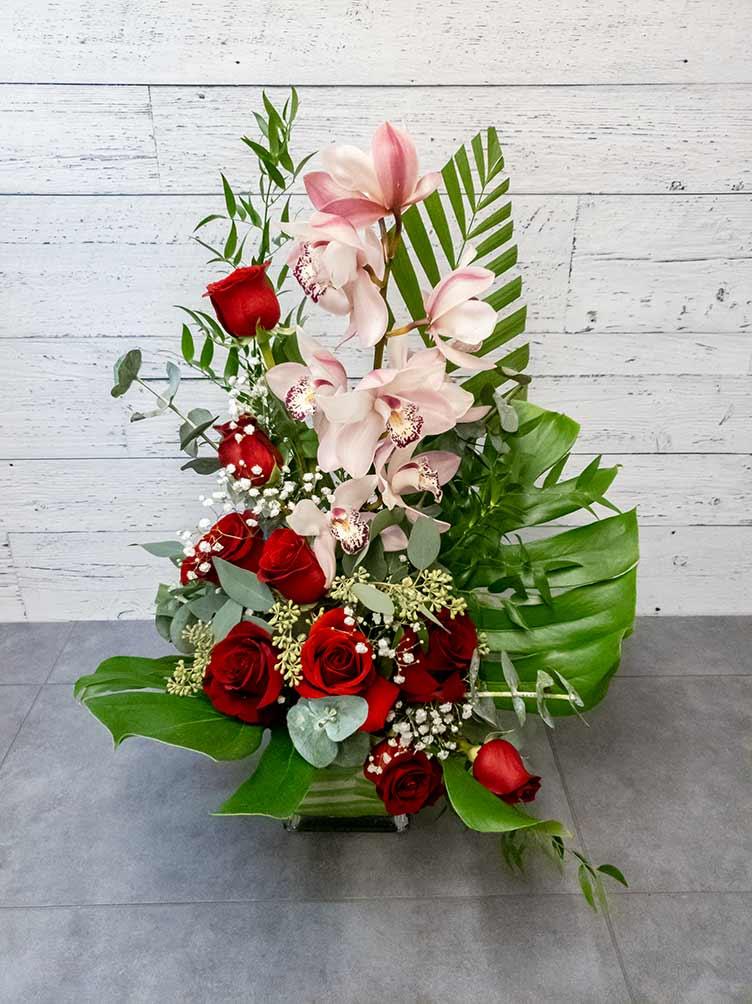 Arrangement de fleurs - Orchidée rose et rose rouge - Fleuriste Coin Vert