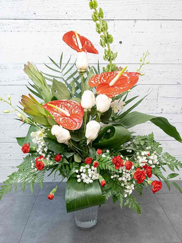 Bouquet pour funéraille rouge et blanc - Fleuriste Coin Vert | Montréal