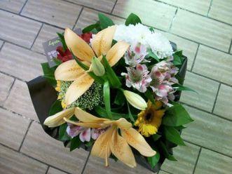 """Bouquet réalisé par Sylvie, Artisan Fleuriste pour """"Lyzel Fleurs"""""""