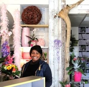 """Votre artisan fleuriste à Hauteville Lompnès (01110), Coralie pour """"MULTIFLOR"""""""