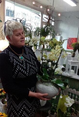 """Votre artisan fleuriste à Saint Herblain (44800), Catherine pour """"FLEURS NATURE ELLE"""""""