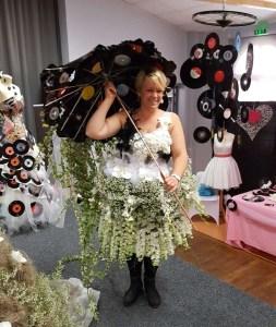 Robe florale avec ombrelle de vynils