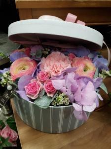 Envoyer des fleurs à Fontaine Les Dijons avec votre fleuriste Gilles Sonnet