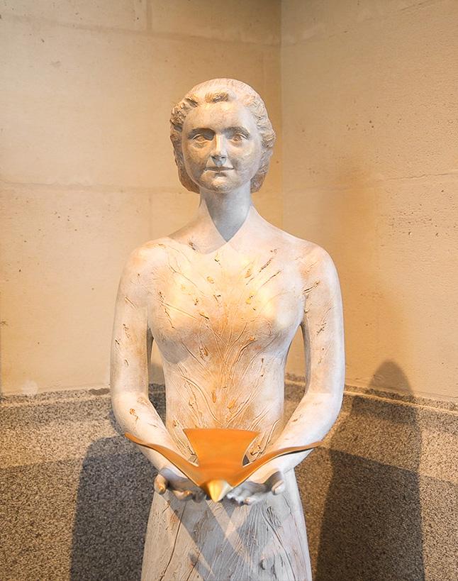 fleur nabert sculpteur lisieux cloitre de la miséricorde statue sainte thérèse oiseau esprit saint bronze doré
