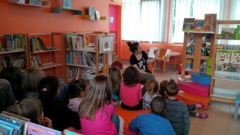 Lecture à la Bibliothèque Municipale Pauline Roland sur le temps des rythmes scolaires