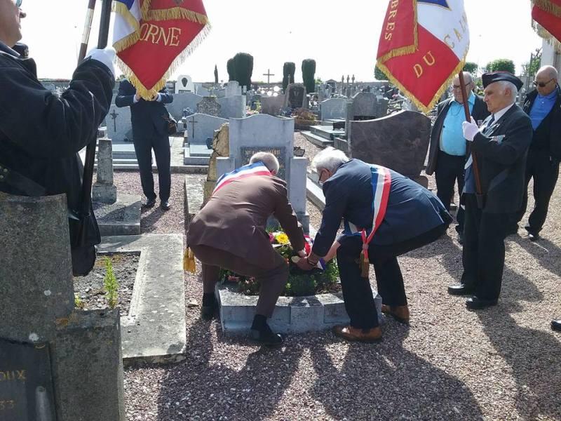 Dépôt de gerbe sur la tombe de Mr Kérélom MARIE