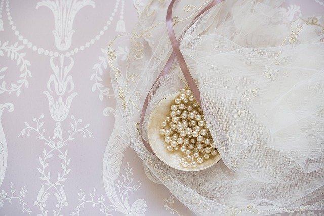 bridal-g1835112aa_640