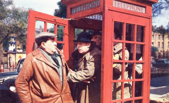 ladykillers-1955-003-gang-phonebox-00o-anh-edited