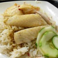 ホーカー「ラオパサ」で安く美味しいチキンライスとラクサを食べる