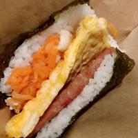 那覇空港で出来立てのポークたまごおにぎりを食べよう!