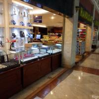 早朝のスカルノハッタ国際空港での免税店でのお土産・ショッピング