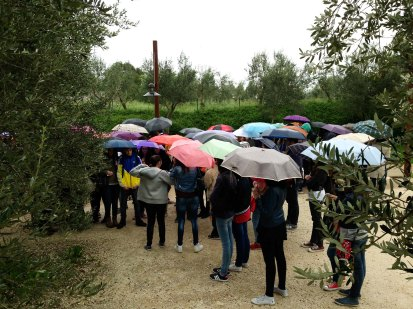 Rain does not stop tourists from standing in line for the Grotto of Catallus