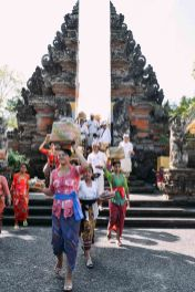 Balinese leaving the temple, women carrying offerings on their heads. Galungan 2014 in Ubud, Bali