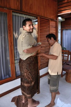 Abraham getting some help with his sarong, Kuningan Day, May31 Nusa Lembongan