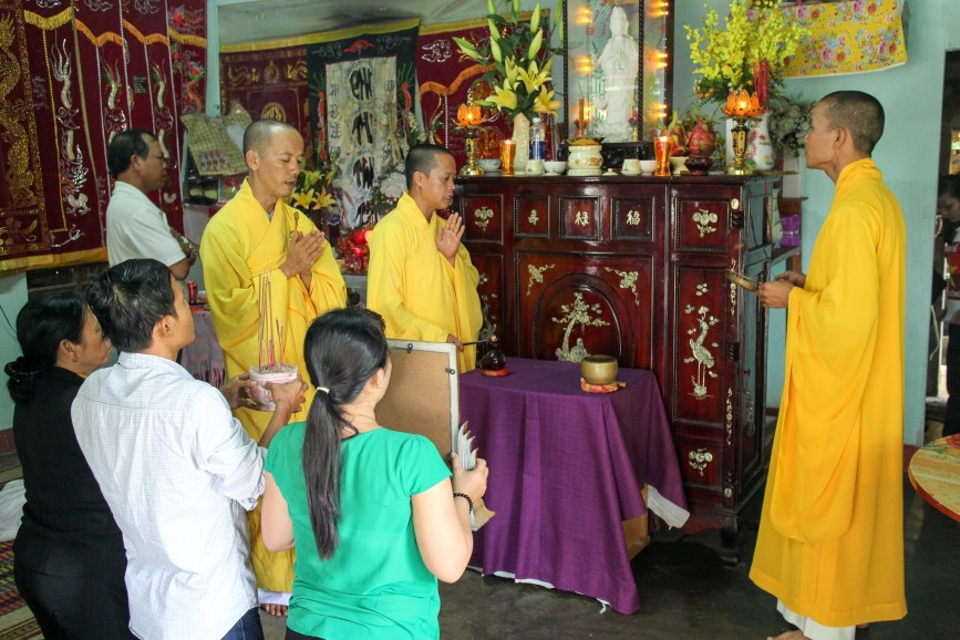 Vietnamese Ceremony to Honor the Dead