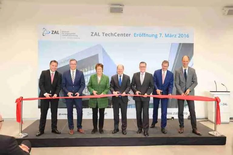 Hamburg Aviation Members at ribbon cutting ceremony for the new ZAL TechCenter, Hamburg, Source: Hamburg Aviation
