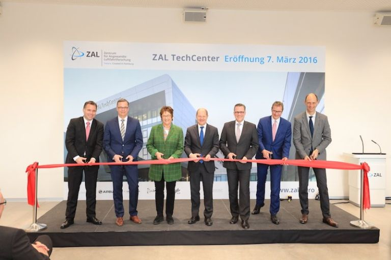 Hamburg Aviation Members at ribbon cutting ceremony for the new ZAL TechCenter, Hamburg, Source: Hamburg Aviation
