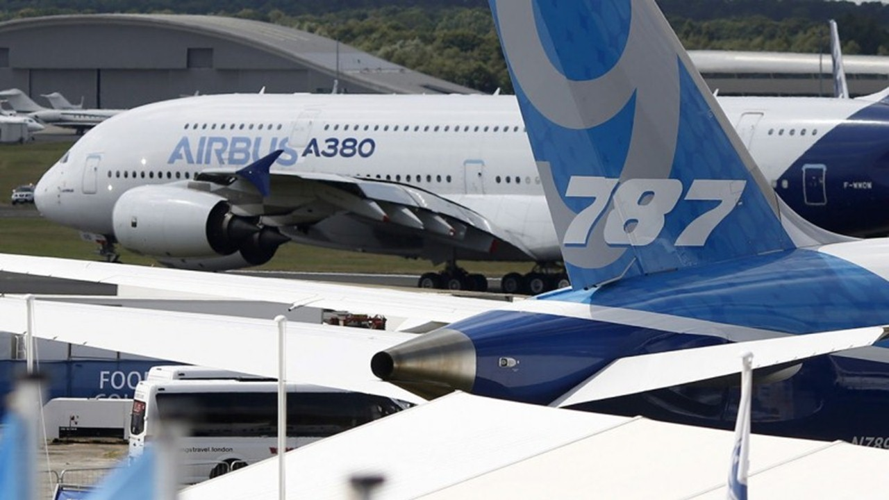 Which Plane Should I Take ? Airbus or Boeing