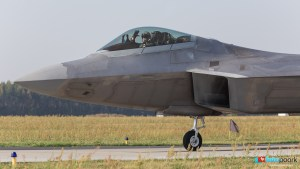 An F-22 pilot waves in this picture said to be taken by Polish website Foto Poork.
