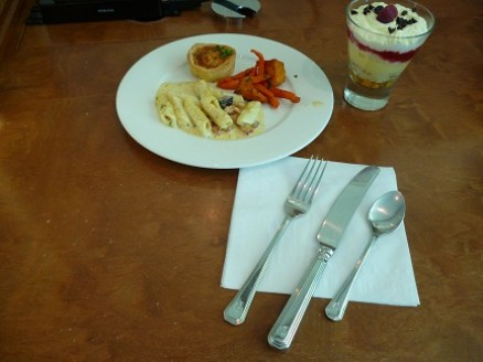 Free Food At The Emirates Business Class Lounge at Melbourne Tullamarine Airport