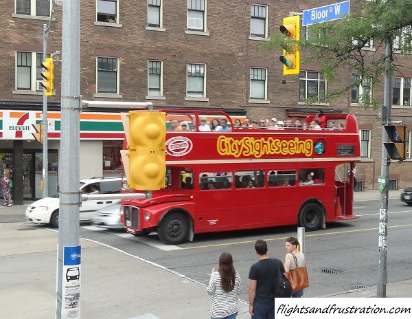 All aboard the Toronto sightseeing bus tour