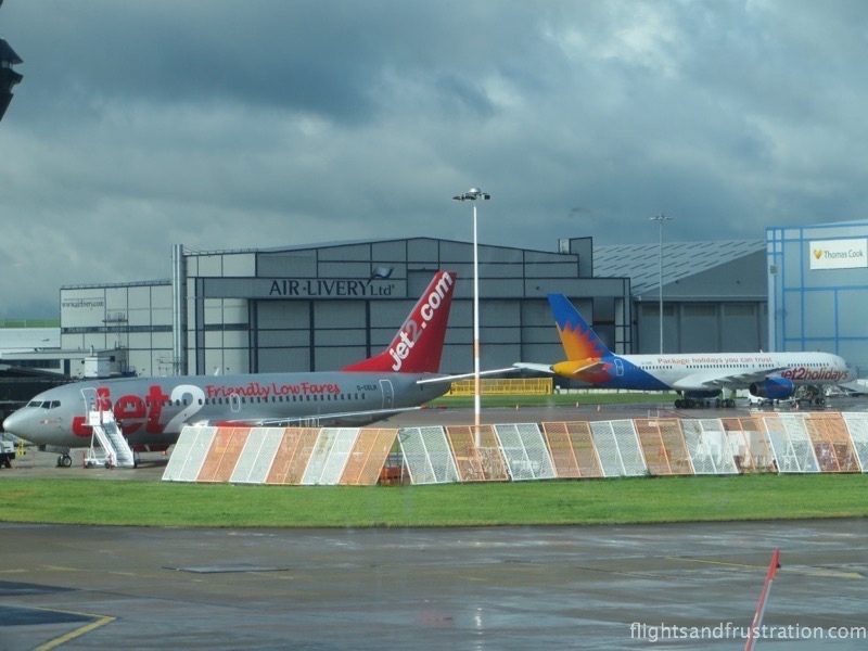 A Jet2 and a Jet2 Holidays plane - review of Jet2