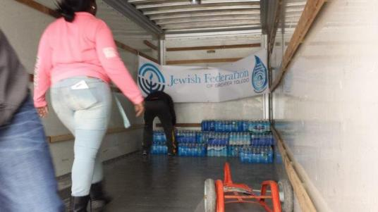 Flint Jewish Federation water donations (5)