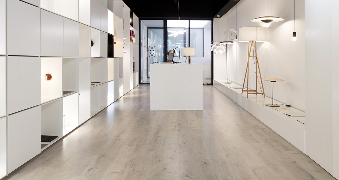 card-Retail_Flint_Showroom-Novelec_Zen-Oak