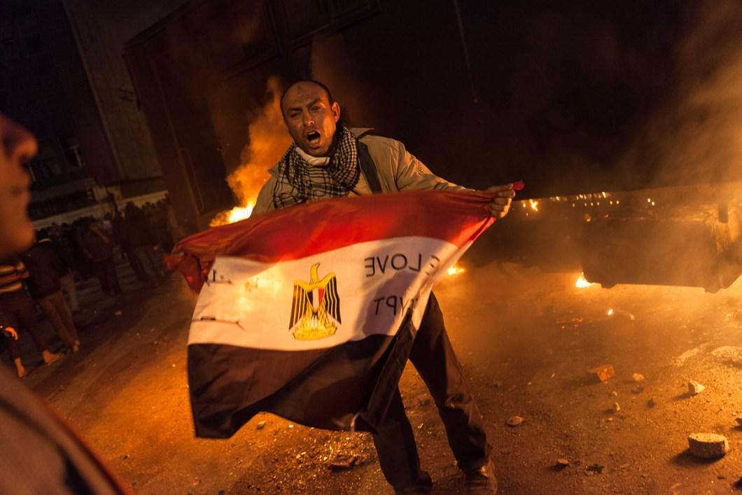 Man holding the flag of Egypt