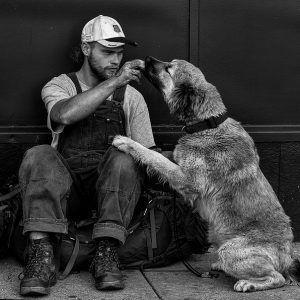 Hombre y perro.