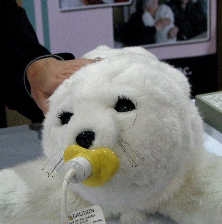 _paro-therapeutic-robot-at-ces-2011_86.jpg
